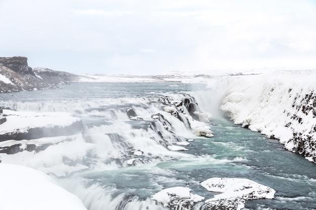 Gulfoss waterfall islande hiver