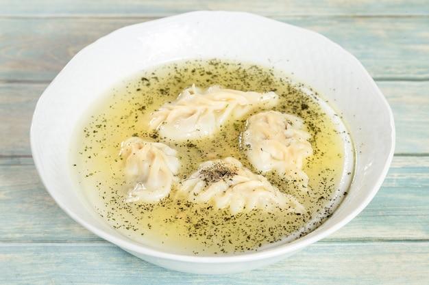 Gurza - soupe azerbaïdjanaise traditionnelle avec boulettes de bœuf et de mouton