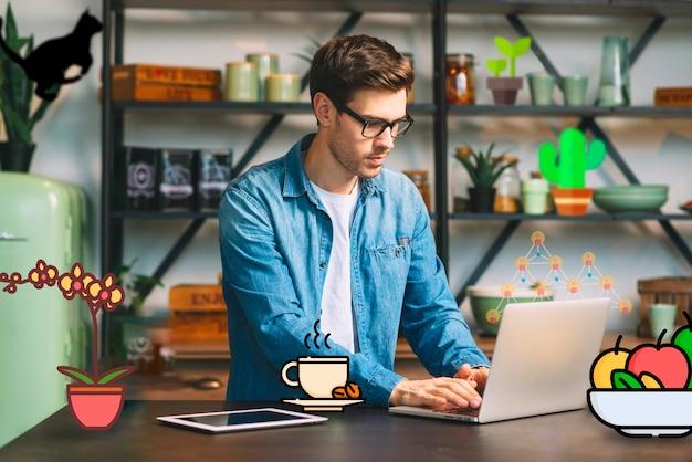 Guy travaillant sur un ordinateur portable et entouré des icônes