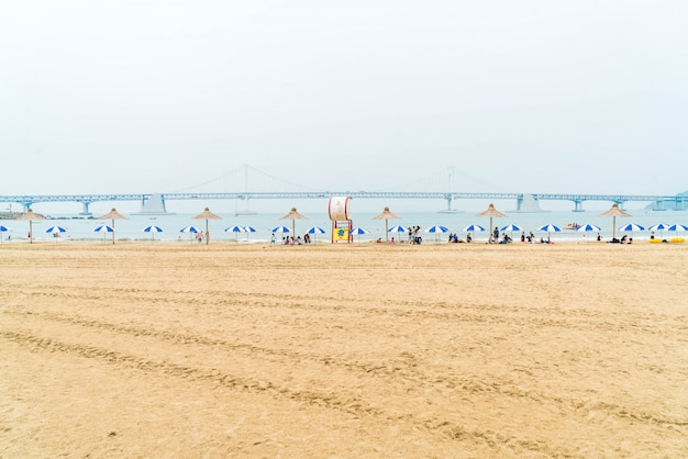 Gwangan beach, l'une des plages populaires de busan, en corée du sud.