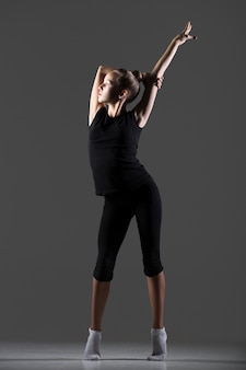 Gymnast girl exerçant