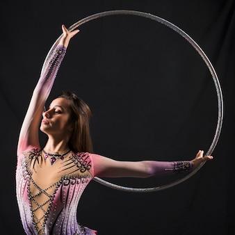 Gymnaste utilisant le cerceau
