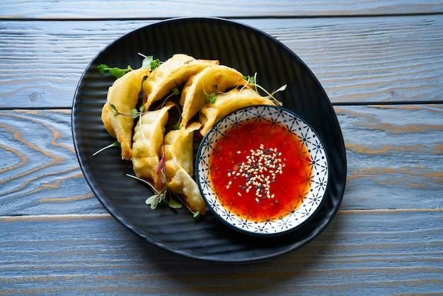 Gyozas cuits à la vapeur avec sauce teriyaki