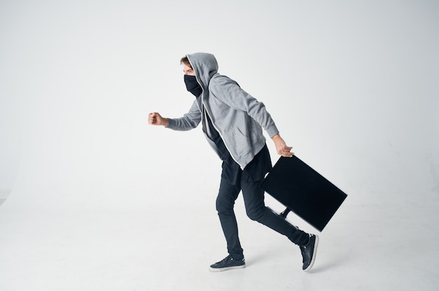 Hacker crime anonymat prudence cagoule fond clair