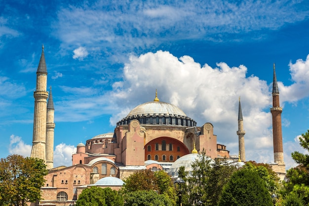 Hagia sophia à istanbul en turquie contre le ciel