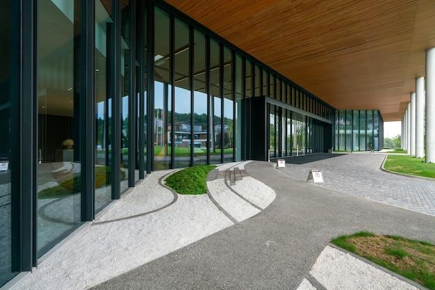 Hall d'entrée du bâtiment du centre de conférence