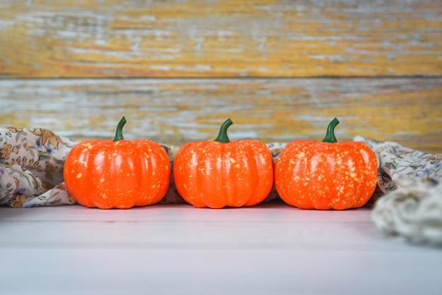Halloween décoré vacances festive, citrouille décorations d'halloween sur bois blanc pour objet accessoires de fête