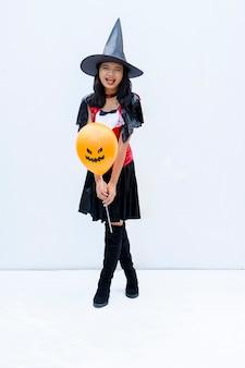 Halloween vempire girl sur fond blanc