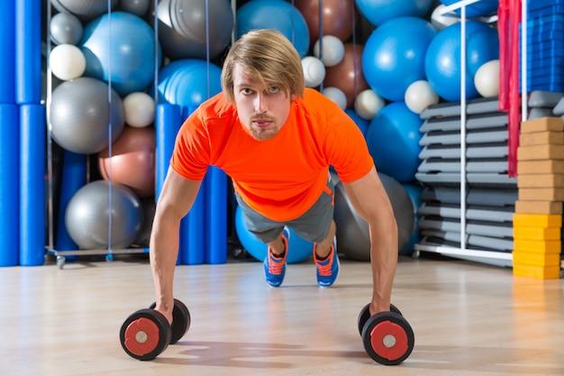 Haltères push-up de gym homme blond