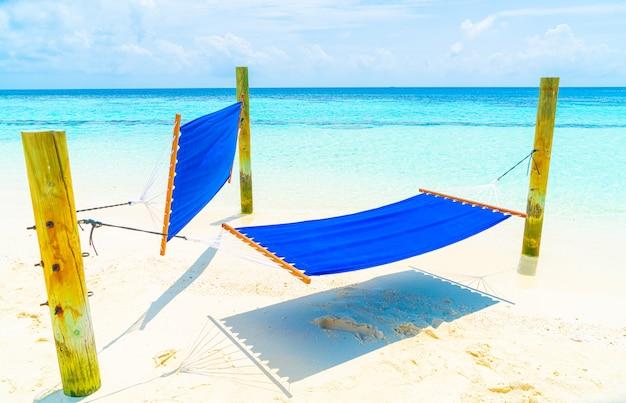 Hamac balançoire sur la plage