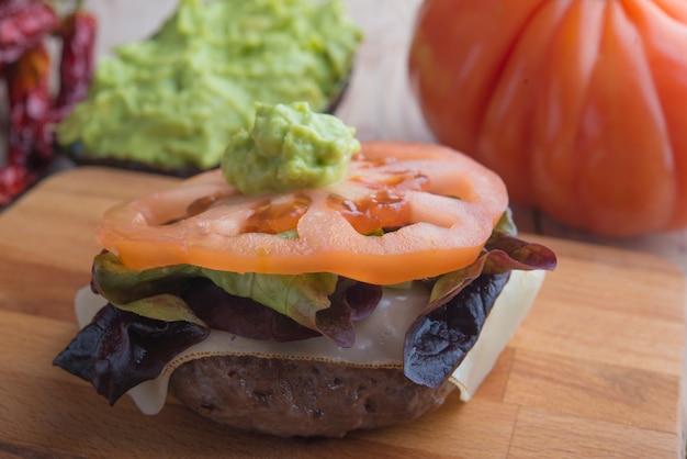 Hamburger de black agus au guacamole