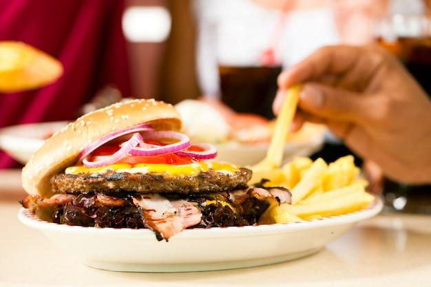 Hamburger dans un restaurant