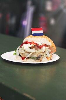 Hamburger avec un drapeau néerlandais