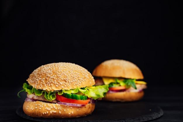 Le hamburger est un plat typiquement américain