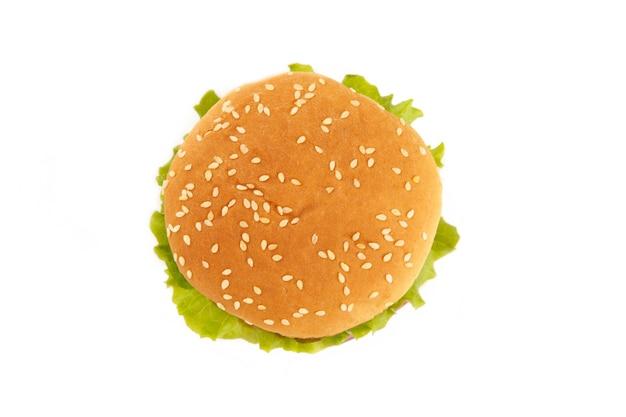 Hamburger d'en haut isolé sur un blanc. vue de dessus