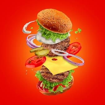 Hamburger avec des ingrédients volants