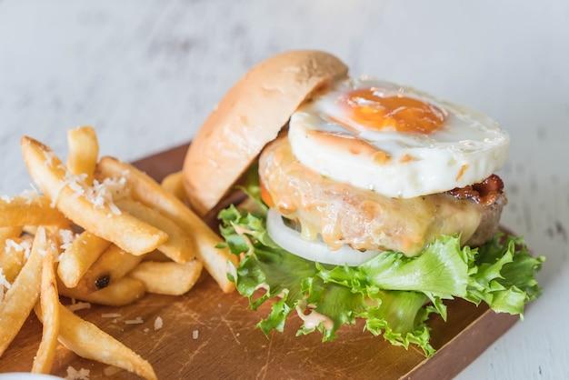 Hamburger de porc au fromage