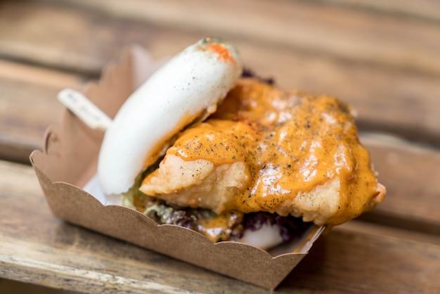 Hamburger de poulet croustillant