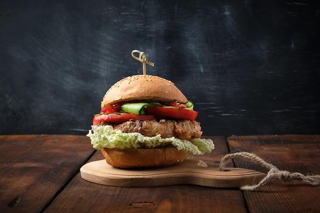 Hamburger avec steak frit au porc
