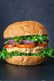 Hamburger viande porc, boeuf ou poulet grillé escalope sandwich