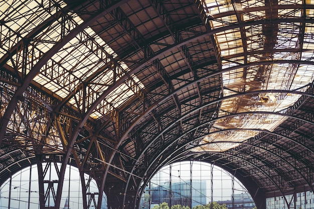 Hangar en fonte du xixe siècle
