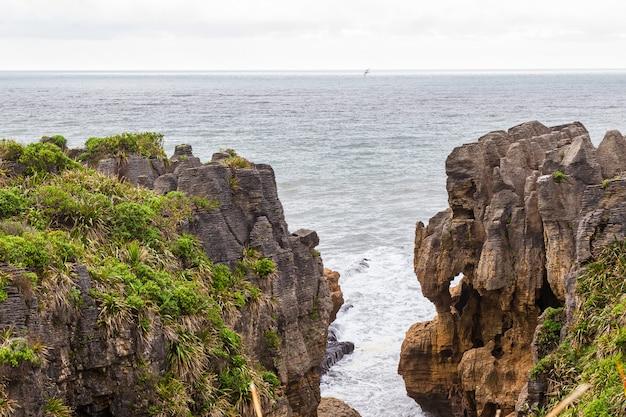 Hanging rocks parc national de paparoa ile sud nouvelle zelande