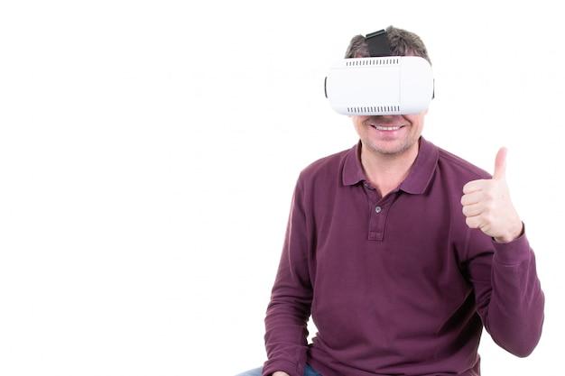 Happy thumbs up man using headset de réalité virtuelle