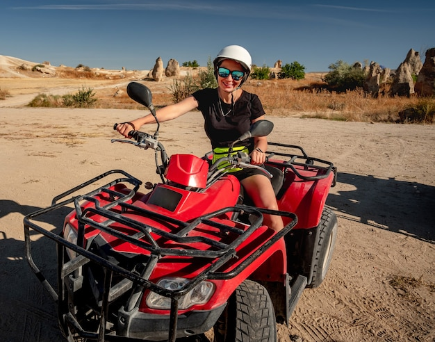 Happy woman riding quad en cappadoce, turquie