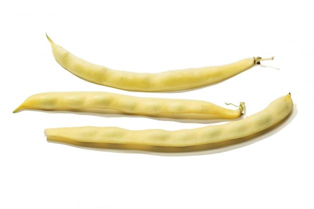Haricot plat jaune frais isolé