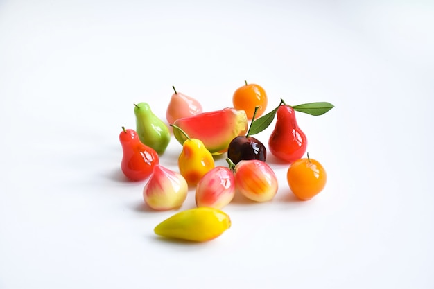 Haricots mungo en forme de fruits, dessert traditionnel thaïlandais
