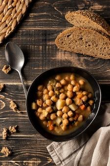 Les haricots plats dans un bol