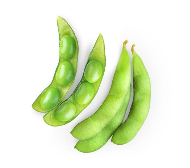 Haricots de soja verts isolés. vue de dessus