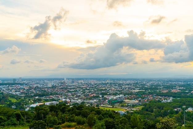 Hat yai city skyline avec twilight sky à songkhla en thaïlande