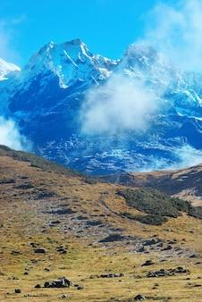 Haut de hautes montagnes, couvertes de neige. kangchenjunga, inde.