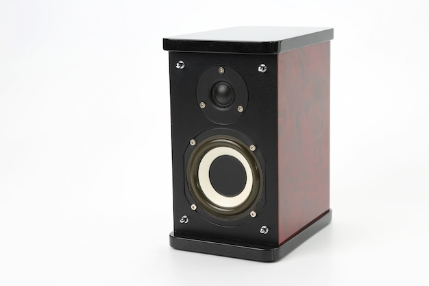 Haut-parleur audio sur fond blanc