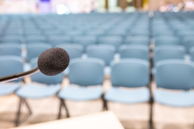 Haut-parleur de microphone de conférence dans la salle de réunion