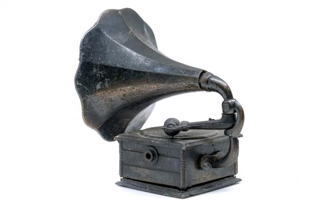 Haut-parleur phonographe isolé sur fond blanc