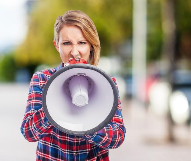 Haut-parleur son mégaphone annoncer haut-parleur