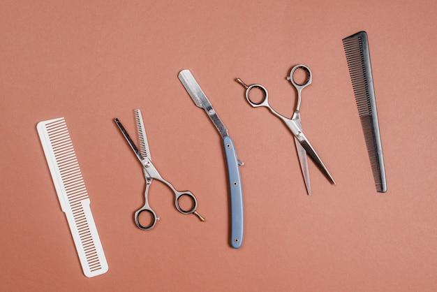 Haute vue angle, de, divers, coiffeur, outils, dans, rangée