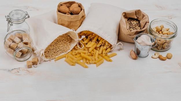 Haute vue divers produits de garde-manger