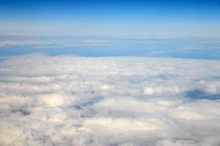 Haute vue de nuages d'altitude, l'air