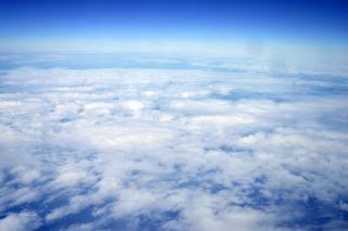 Haute vue de nuages d'altitude, l'altitude