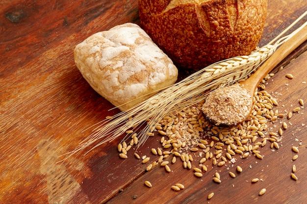 Haute vue de pain et de graines