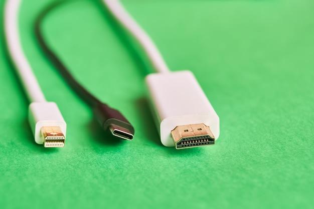 Hdmi, port mini-écran et câbles de type c