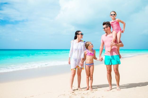 Héhé sur la plage pendant les vacances d'été