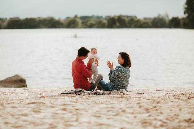 Héhé, repos au bord du lac