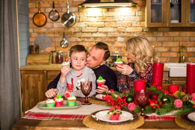 Héhé à table le soir du nouvel an