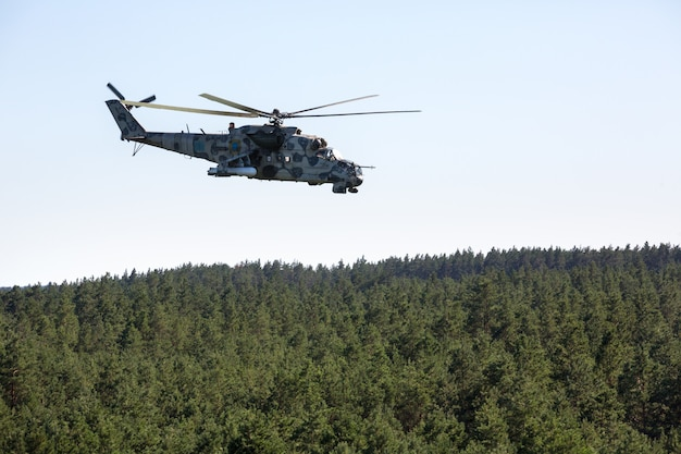 Hélicoptère militaire mi-24 (hind)