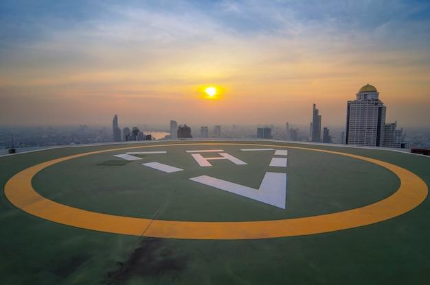 Hélicoptère de stationnement