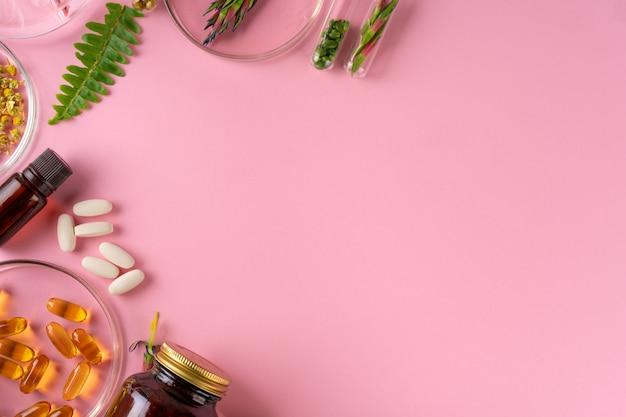 Herbes et compléments alimentaires à base de plantes vue de dessus